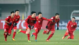 Trong một trận đấu thi đấu bóng đá 11 người sẽ có 2 đội thi đấu